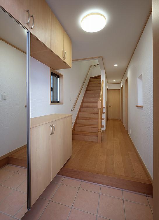 玄関 / 廊下 / 階段