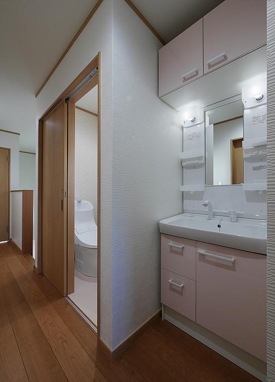 2階廊下 / トイレ / 洗面所