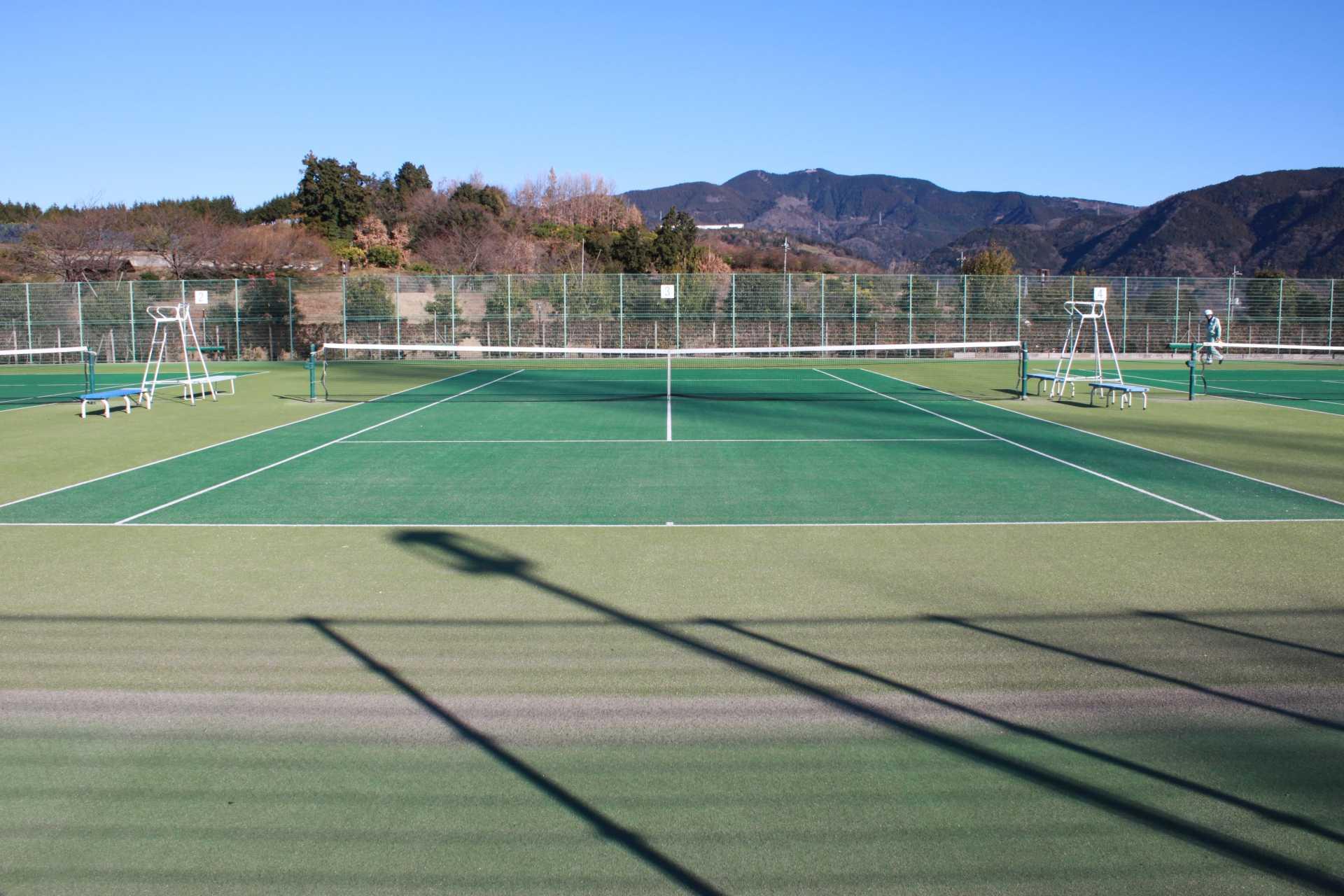 H29運動公園テニスコート人工芝張替工事