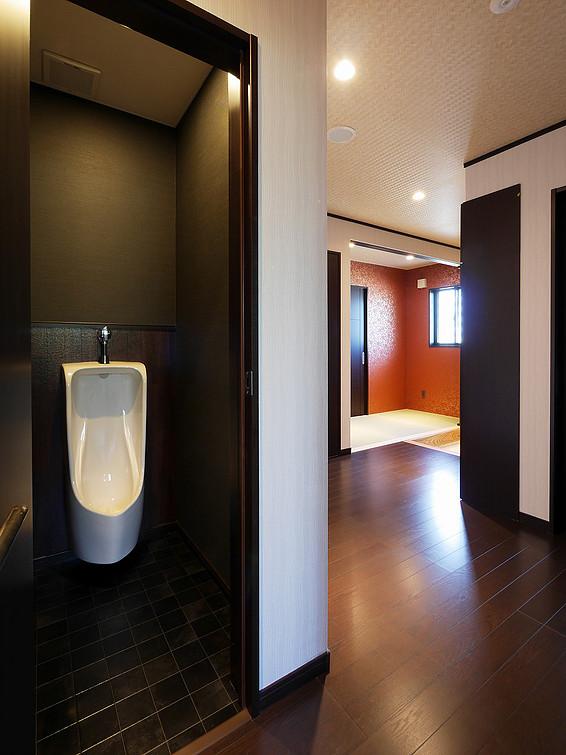 トイレ / 廊下